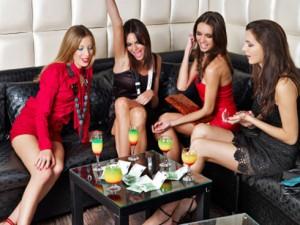 Seduzione avanzata: affrontare le donne in gruppo