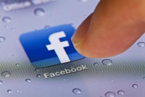 Mi tradisce su facebook, che fare?