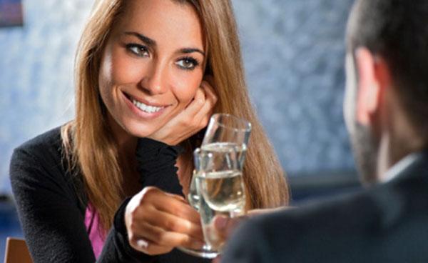 Segnali non verbali femminili che mostrano interesse